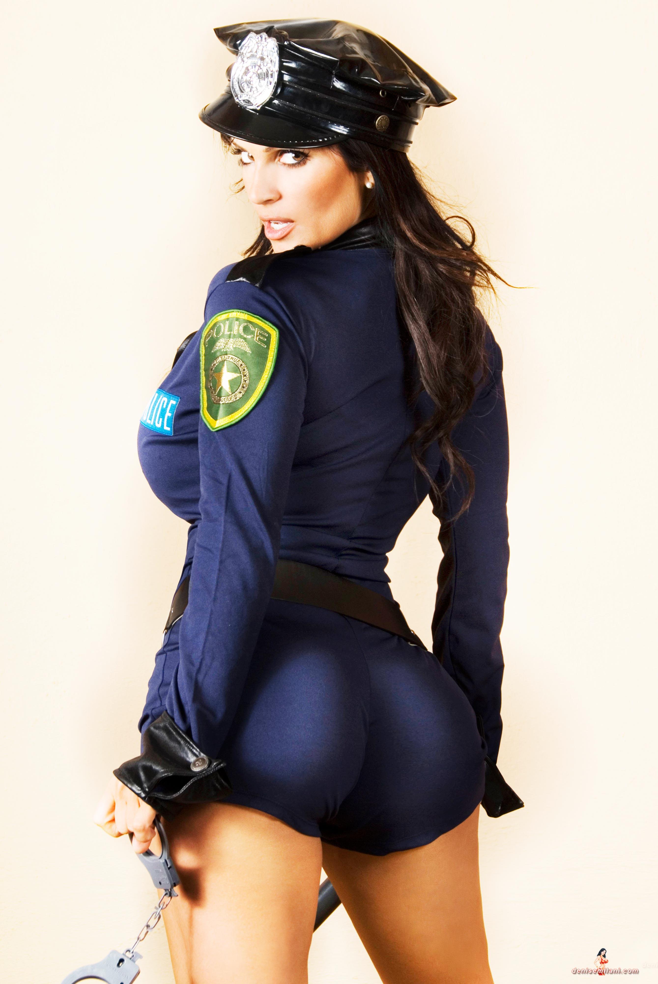 Телки полицейские в форме 15 фотография