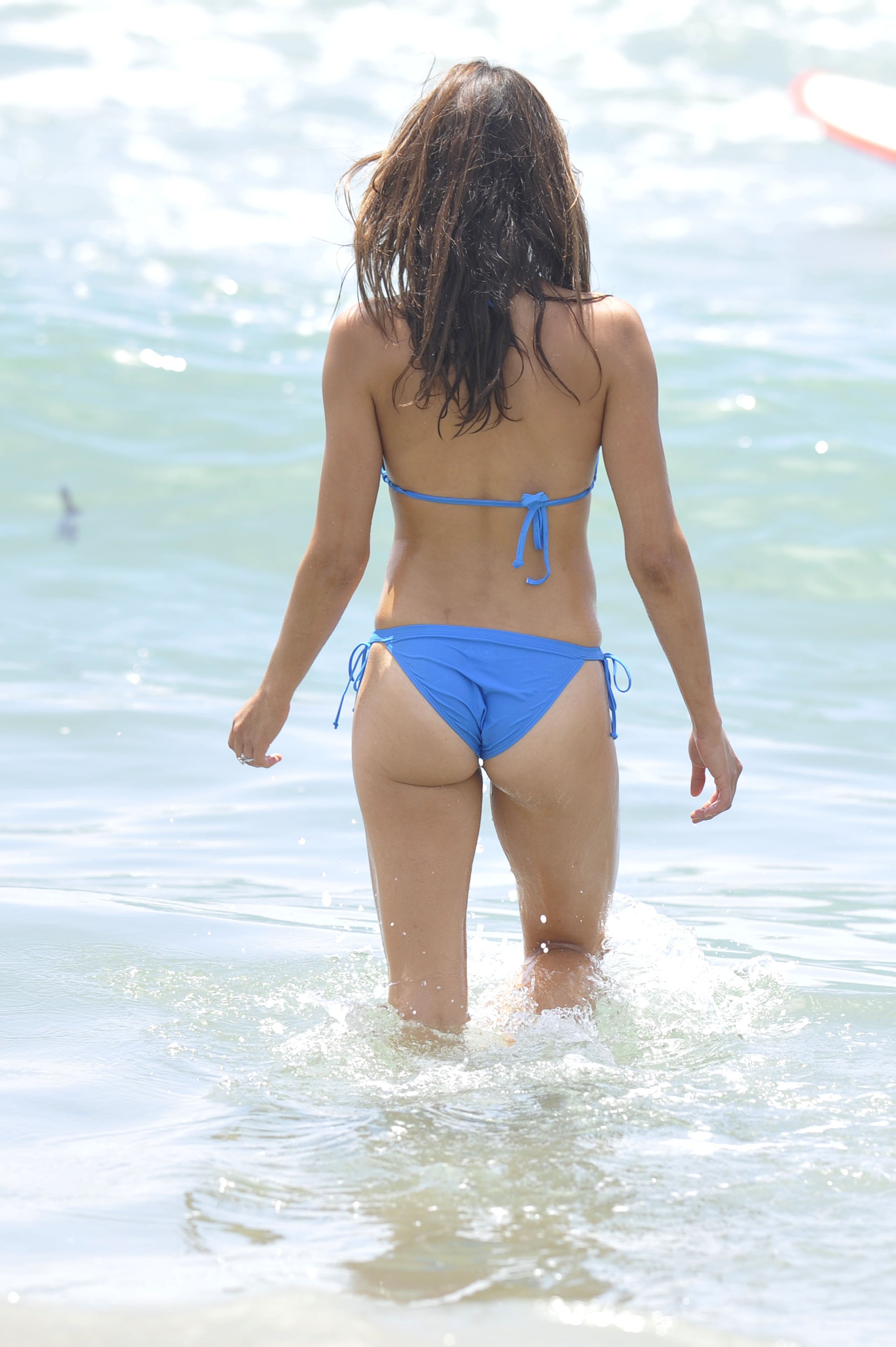 Candid brunette in blue yoga pants w nice ass 9