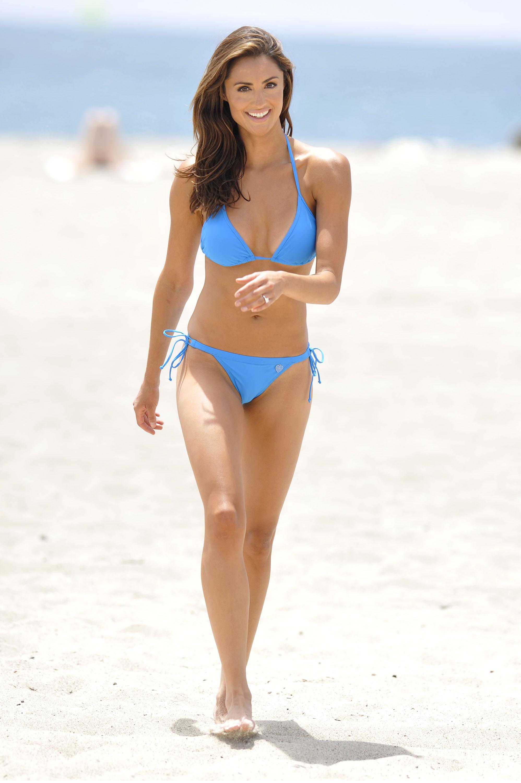 beach bikini girl mission
